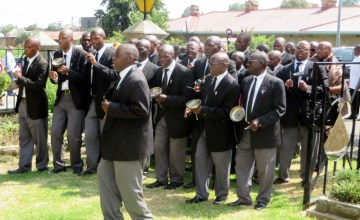 Banna le Bahlankana members entering the Royal Palace grounds