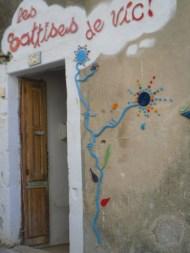 dans les ruelles d'un village