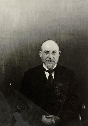Erik Satie, 1922 © Man Ray