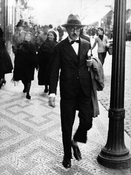 Fernando Pessoa. El copyright de la fotografía se ha extinguido.