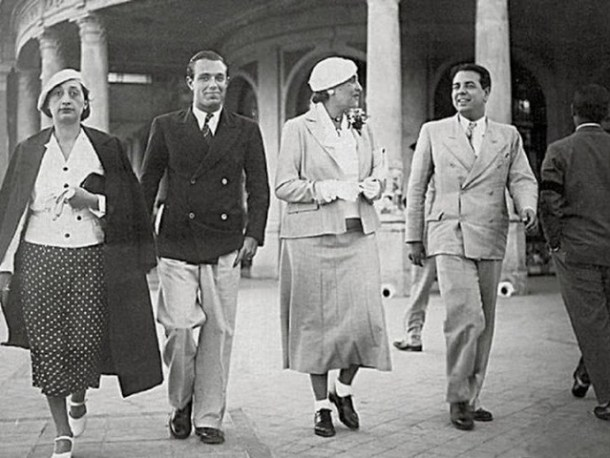 Bioy casares junto a Borges, Josefina Dorado y Victoria Ocampo. Rambla de Mar del Plata. Marzo de 1935,