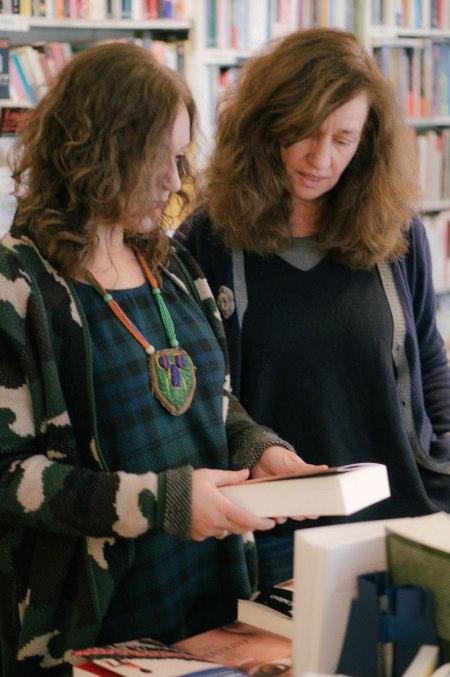 Emma Rodríguez y Lola Larumbe en la librería Rafael Alberti de Madrid. Por Nacho Goberna © 2015