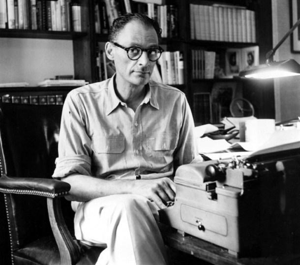 El dramaturgo y guionista estadounidense Arthur Miller