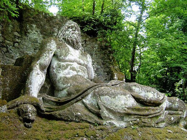 El dios Neptuno en el jardín de Bomarzo