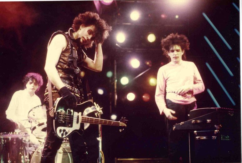 The Cure: Gira Pornography (1982). De izquierda a derecha: Lol Tolhurst, Simon Gallup y Robert Smith.