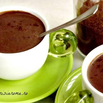 Ciocolata calda de casa cu aroma de vanilie