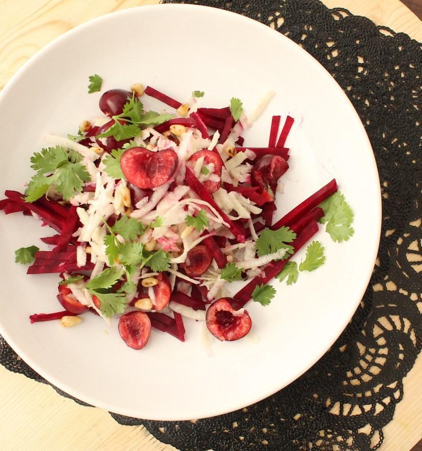 Salade de chou rave, betterave et cerise