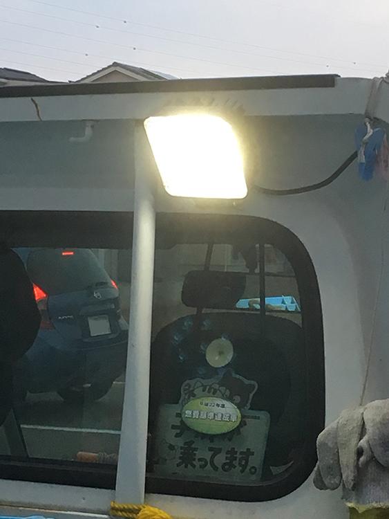 軽トラ荷台・作業灯設置事例(点灯時)