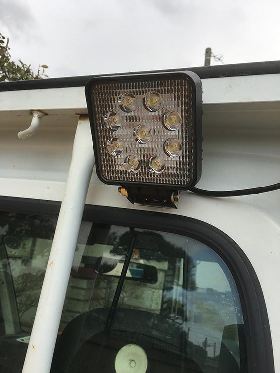 軽トラ荷台・27w作業灯設置事例