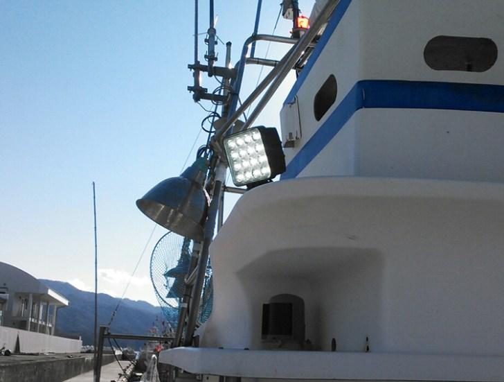 漁船作業灯・昼間点灯写真