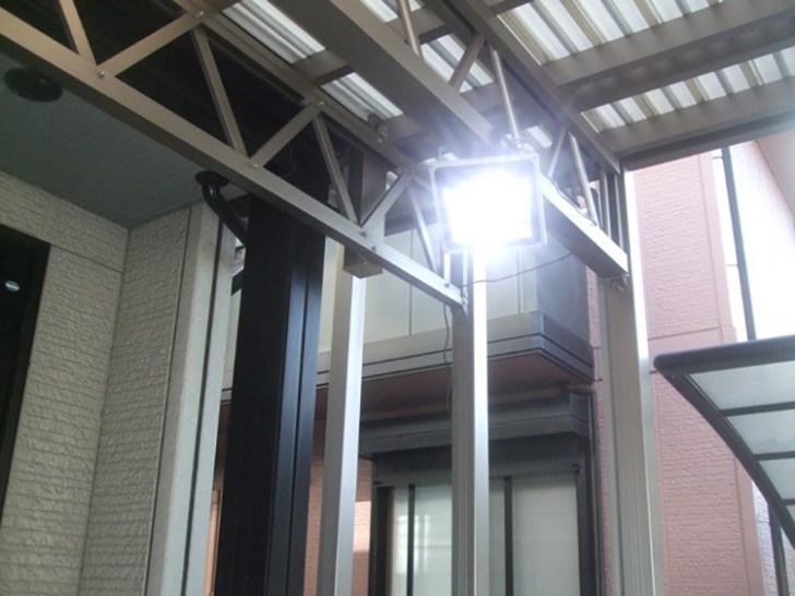 LED投光器・屋外カーポート設置点灯時写真