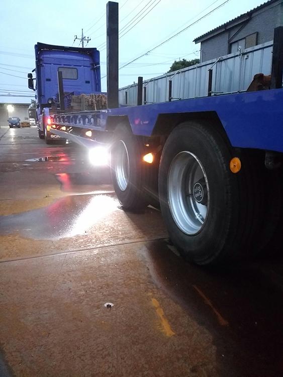 トレーラー路肩灯・15w作業灯使用事例