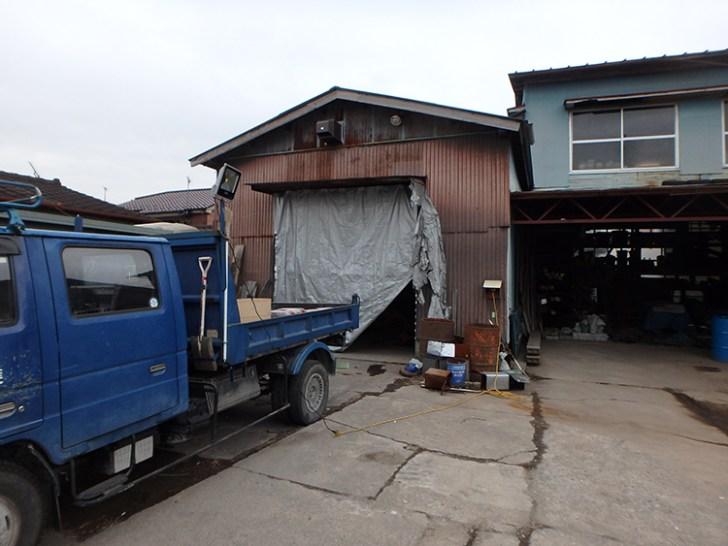 トラック・投光器設置写真