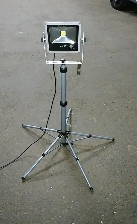 20wセンサー投光器・スタンド設置写真