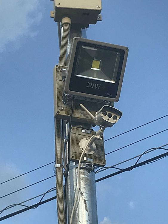 センサー式20w投光器・設置の様子