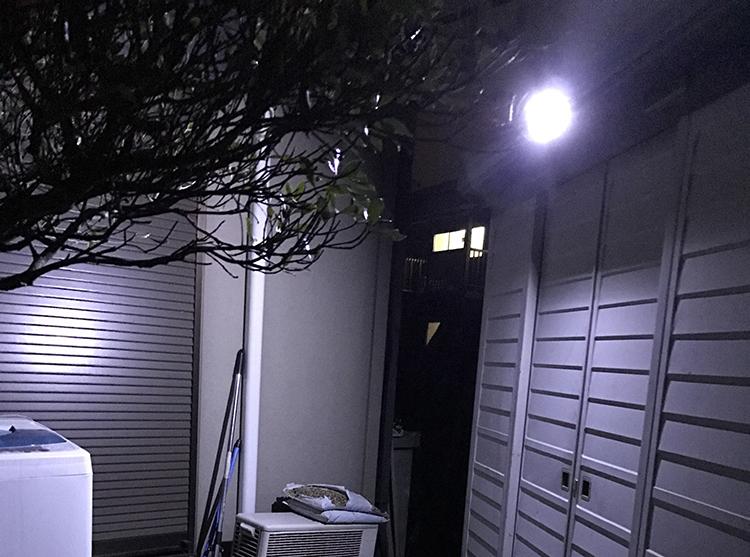 センサー照明・点灯時写真