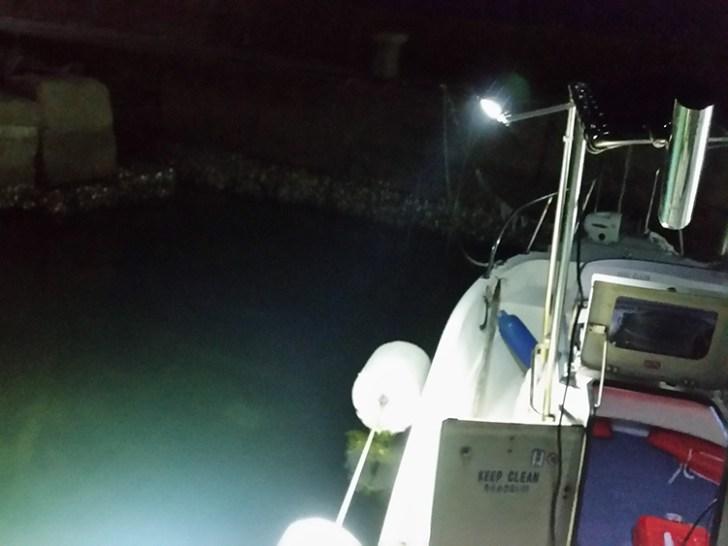 48w作業灯・海面照射時の様子