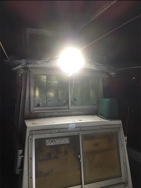 漁船・led作業灯点灯時正面からの写真