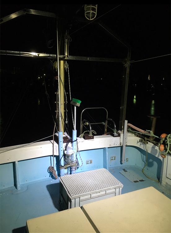 漁船・led作業灯点灯時甲板の様子