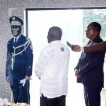 le ministre Albert Flindé chez robert Guéi à guouessosso