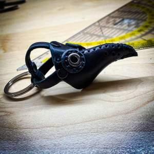 Schlüsselanhänger Pestmaske Handarbeit