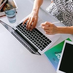 Técnicas de análisis, diseño y desarrollo del modelo ADDIE para redactar un Guion Instruccional de cursos E-Learning