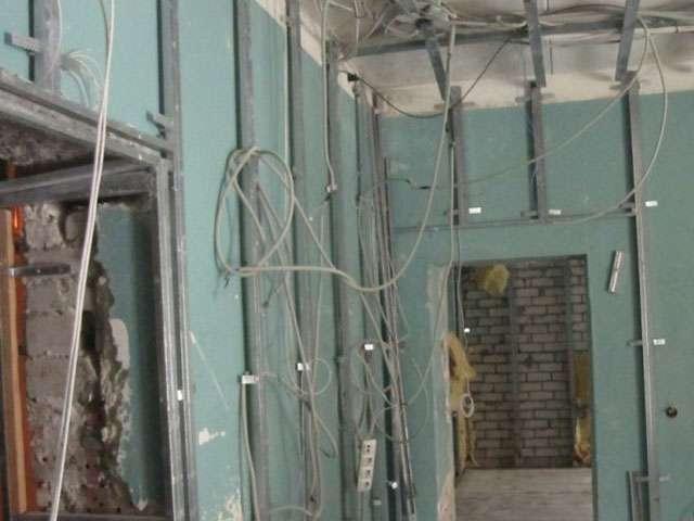 Демонтажные работы в СПб. Снос перегородок, стен, перекрытий.