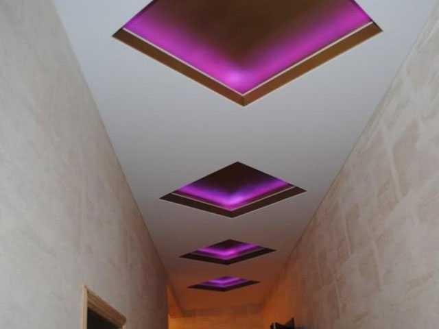 Двухуровневый потолок ПВХ в коридоре с подсветкой