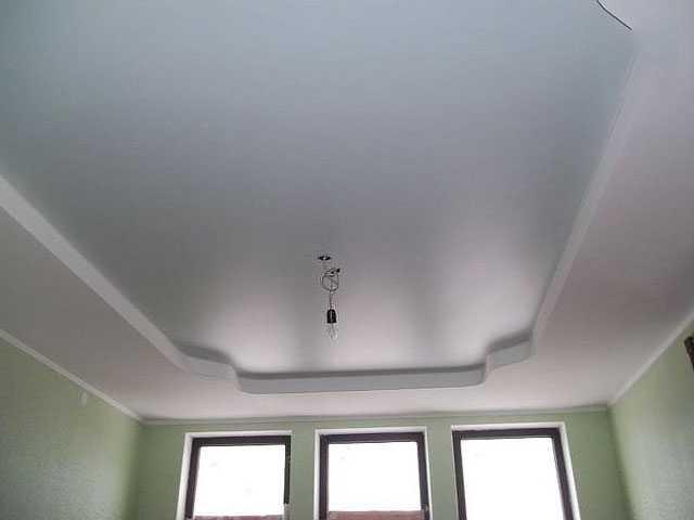 Простые двухуровневые натяжные потолки