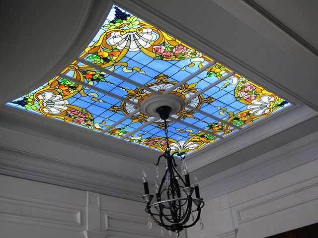 Витражные потолки. Цена с подсветкой в СПб. Витраж на потолок.