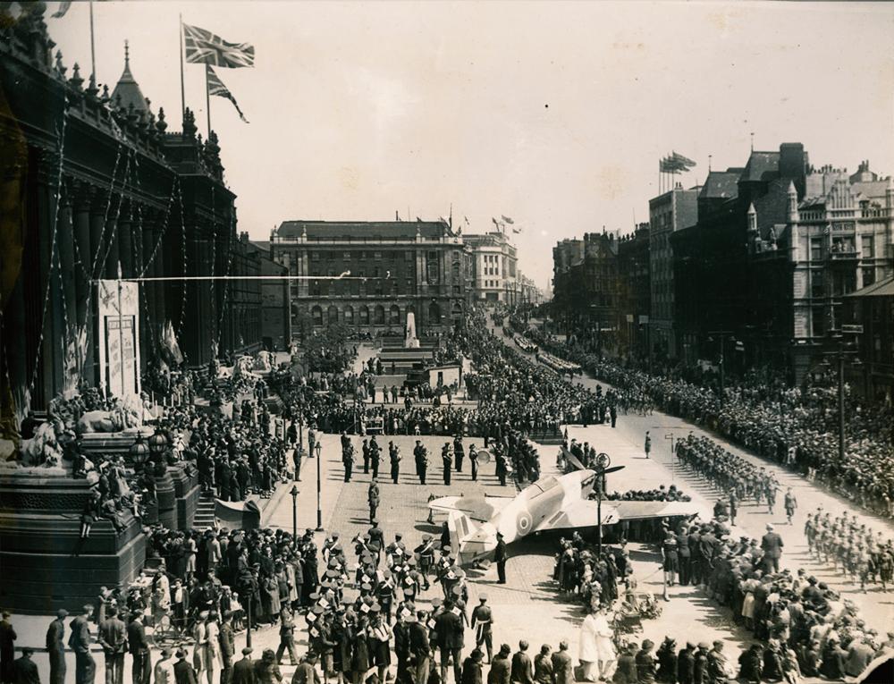 Leeds Town Hall 1943
