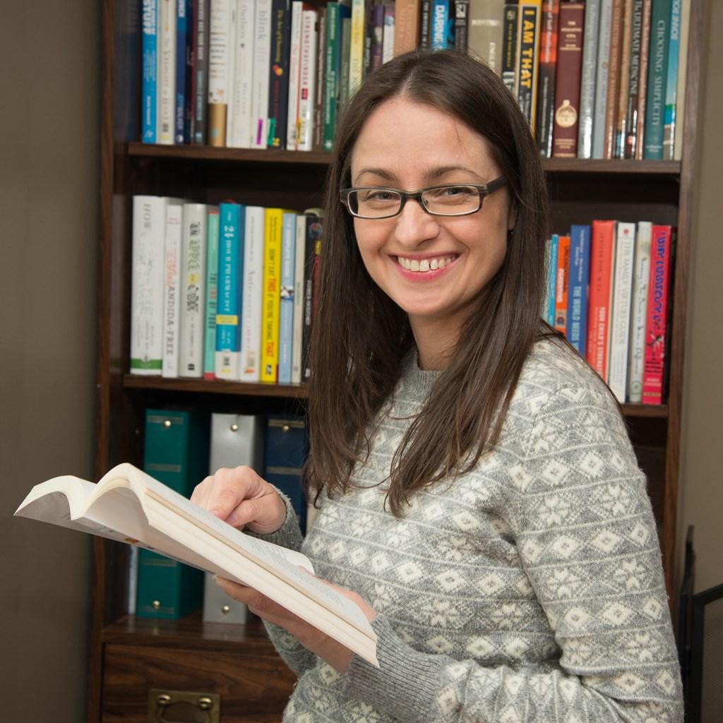 Leesa Klich with book