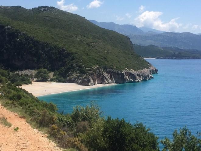 albanien-himara-strand-abgelgener-weg
