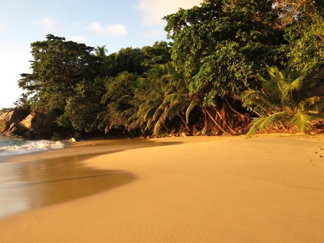 seychellen-hausstrand