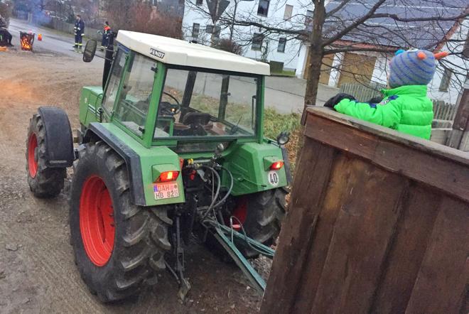 weihnachtsbaum-selber-schlagen-traktoranhaenger