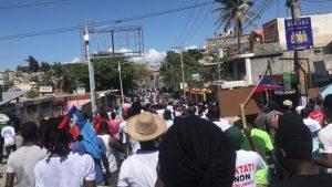 """Haïti : Des milliers d'Haïtiens marchent contre la """"dictature"""" à Port-au-Prince"""
