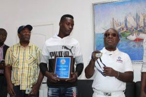 Haïti-Société : Héros du naufrage à La Gonave, Josh Casimir honoré par les autorités maritimes haïtiennes