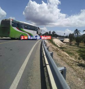 Saint-Raphaël (Nord)-Kidnapping : La Route Nationale #3 bloquée pour exiger la libération de 2 techniciens italiens