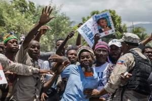 Haïti-Santé : De retour au pays, l'ex président Jean-Bertrand acclamé par ses partisans