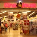 Le magasin de King Jouet accueille des consommateurs pour les achats de Noel. Photo : Lisa Hervé