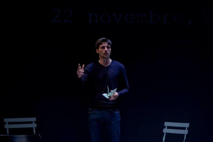 En parlant de la mort, Raphaël Personnaz reconnecte le public avec la vie. Photo DR.