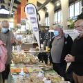 Les représentants de l'association des Croqueurs de pommes de l'Allier présentent les techniques de reproduction pour la sauvegarde du patrimoine fruitier ancien et local le 11 octobre 2020. Photo : Sara Jardinier