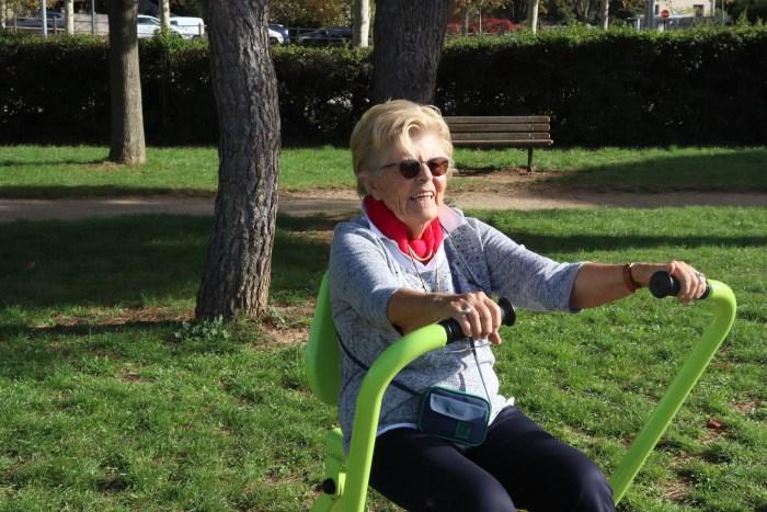 Rendez-vous quotidien au parc pour faire quelques activités musculaires et maintenir sa forme. Photo : Maxime Marin
