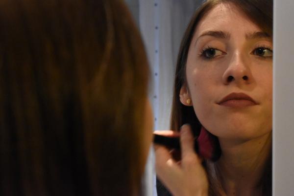 En France, 55% des femmes se maquillent au moins une fois par semaine. Photo: Sofiane Orus Boudjema