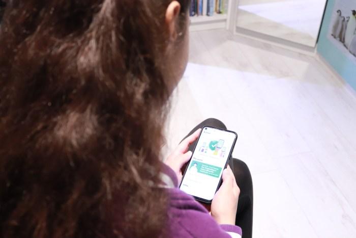 Laura, une lycéenne qui utilise TousAntiCovid