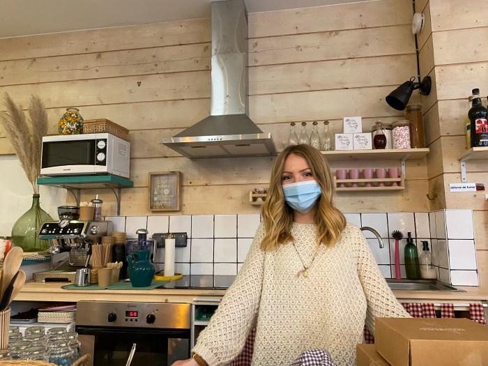 Florence Perret, la propriétaire du Couleur Café. Photo : Oman Al Yahyai