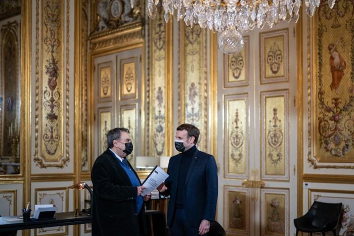 Le 24 juillet 2020, Emmanuel Macron a passé la commande d'un rapport concernant les mémoires de la guerre d'Algérieà Benjamin Stora. Photo : Elysée.fr