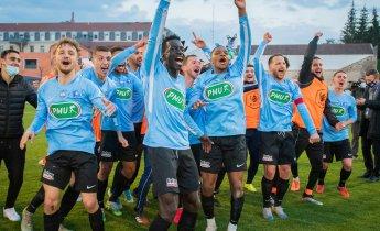 Les joueurs du Puy Foot 43 après l'exploit face à Lorient ! Crédits. Photo : Sébastien Ricou