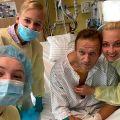 L'opposant russe Alexeï Navalny, ici le 15 septembre, à l'hôpital de la Charité de Berlin, après avoir été soigné à la suite d'un empoisonnement au Novitchok, un agent neurotoxique. Photo : compte Instagram d'Alexeï Navalny