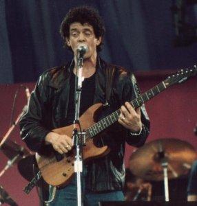 Lou Reed på scenen. (Foto: Wikimedia Commons/Steven Toole)
